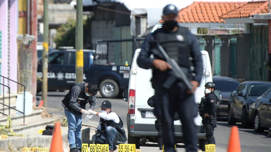Police officers work at a crime scene where gunmen killed at least 13 Mexican police officers in an ambush, in Coatepec Harinas, Mexico March 19, 2021. (File photo: Reuters)