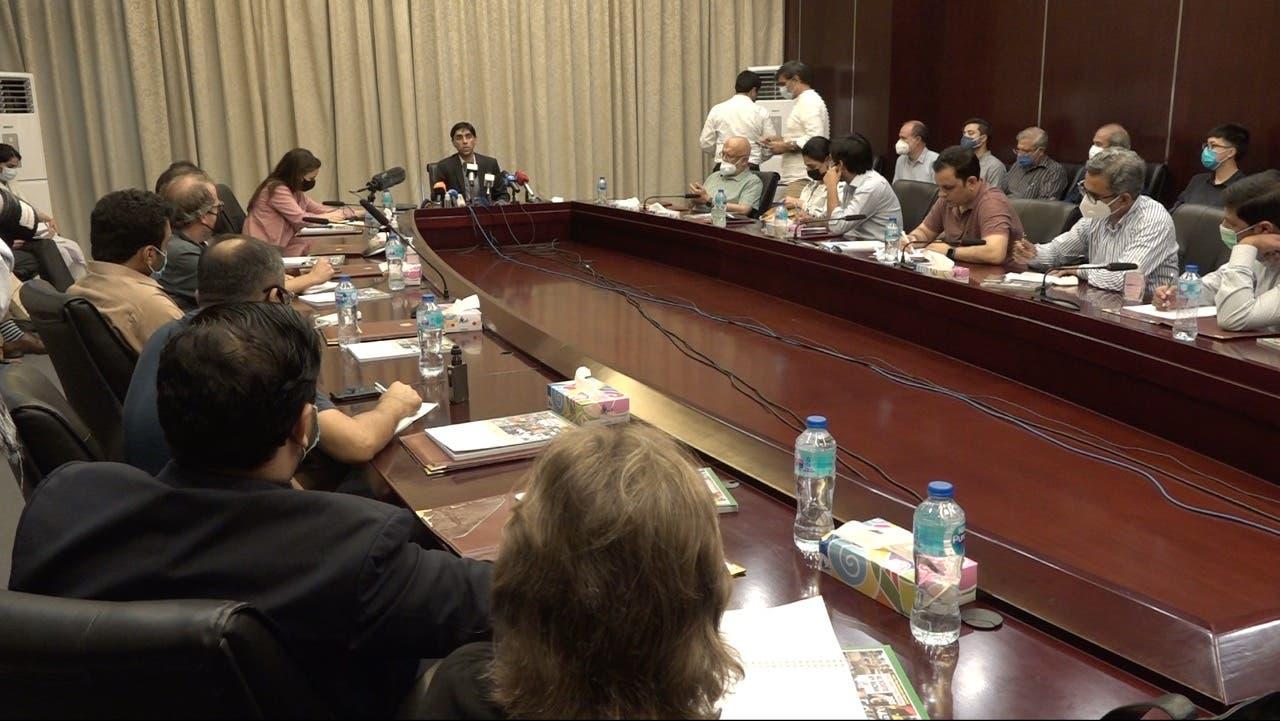 مشیر قومی سلامتی میڈیا کے سوالوں کا جواب دے رہیں: فوٹو العربیہ اردو