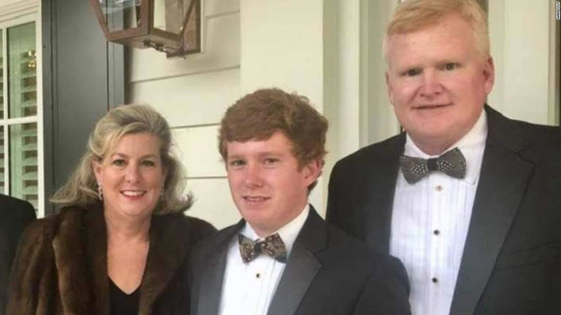 Alex Murdaugh and his wife and son. (Twitter)