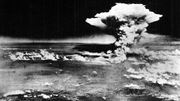 صورة لعملية قصف هيروشيما بالقنبلة الذرية