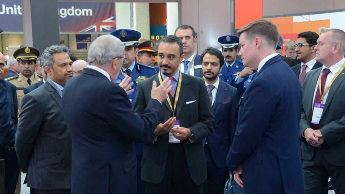 الأمير خالد بن بندر خلال زيارته للمعرض