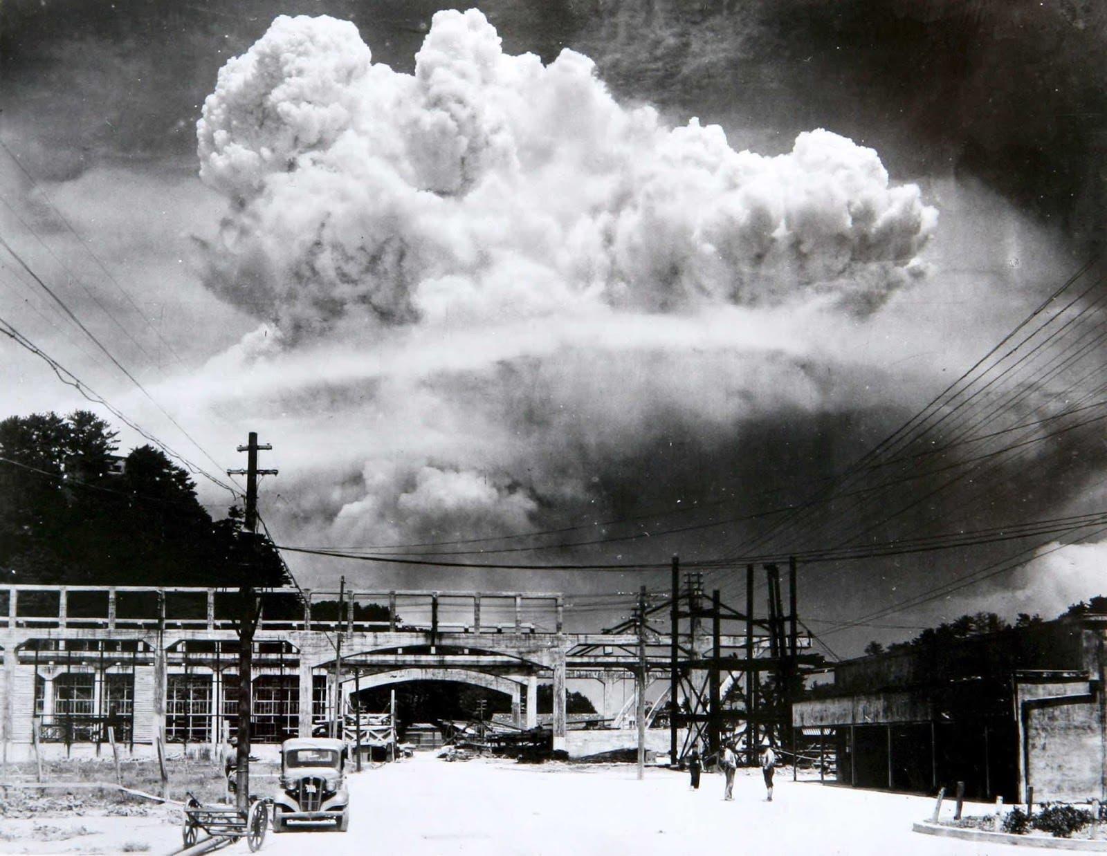 صورة لعملية قصف ناغازاكي بالقنبلة الذرية