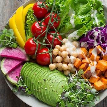 9 نصائح تنسف أساطير شائعة حول الأطعمة التي تؤدي للسمنة