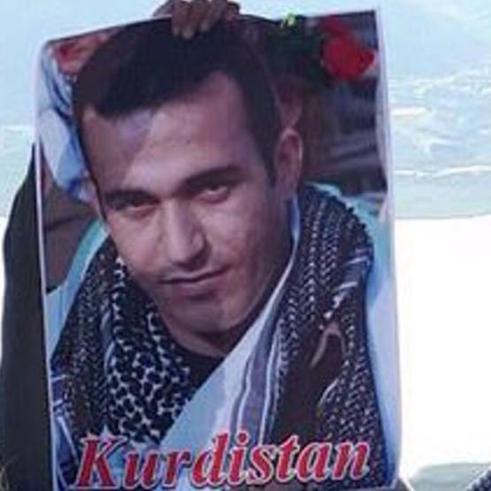 خطفوا جثة والده.. ناشط كردي يكشف ما فعلته مخابرات إيران