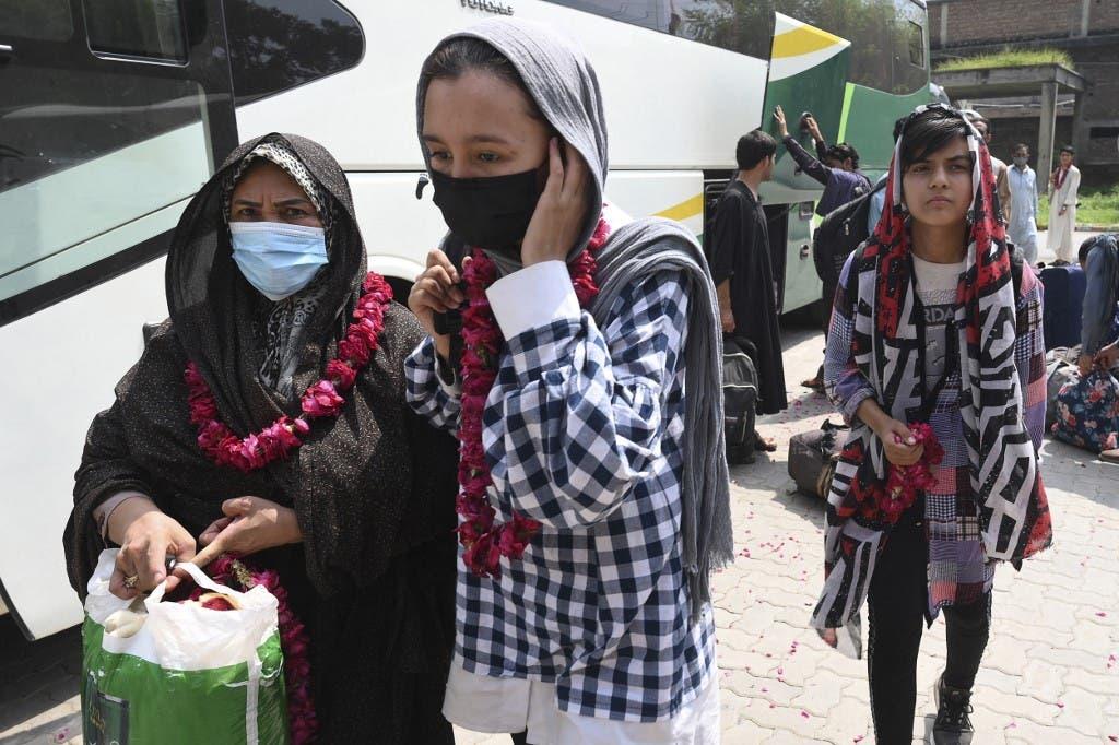فريق القدم النسائي الأفغاني (أ ف ب)