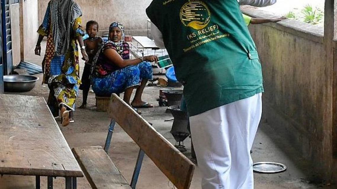 Saudi Arabia's KSrelief launched a project to distribute food aid in Mali. (SPA)