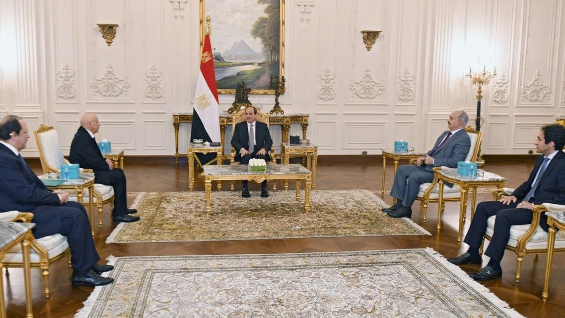 A handout picture released on September 14, 2021, shows Egyptian President Abdel Fattah al-Sisi (C) meeting with Libyan military general Khalifa Haftar (2nd-R) and Libyan Parliament speaker Aguila Saleh (2nd-L) in Cairo. (AFP/Egyptian Presidency)