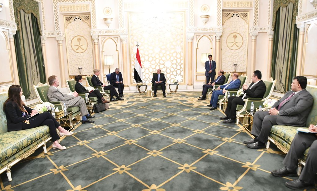 هادي خلال استقباله المبعوث الأممي (سبأ نت)