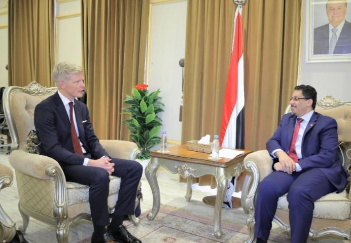 المبعوث الأممي إلى اليمن هانس غروندبرغ، ووزير الخارجية اليمني (وكالة الأنباء اليمنية)