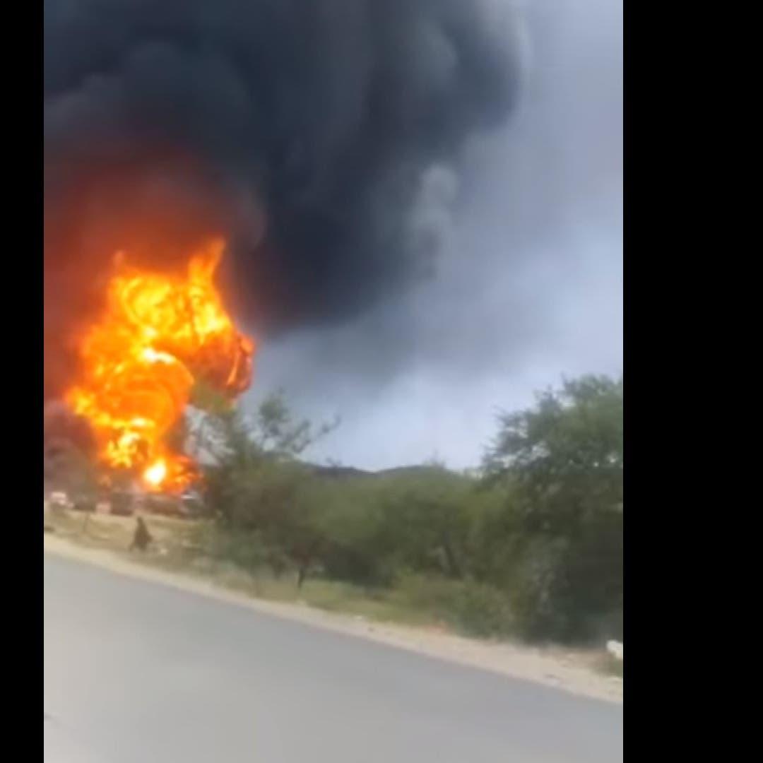 الحوثيون يفجرون 20 ناقلة وقود في البيضاء.. وسائق يستغيث