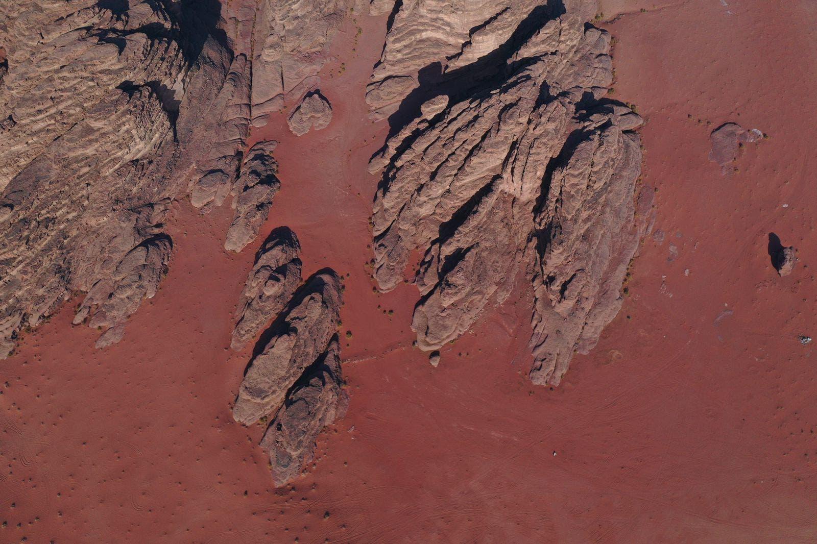 الرمال الحمراء بين جبال بجده