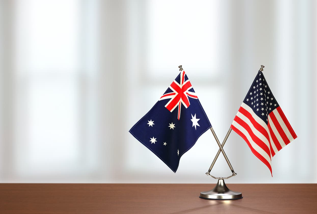 علم أميركا وأستراليا