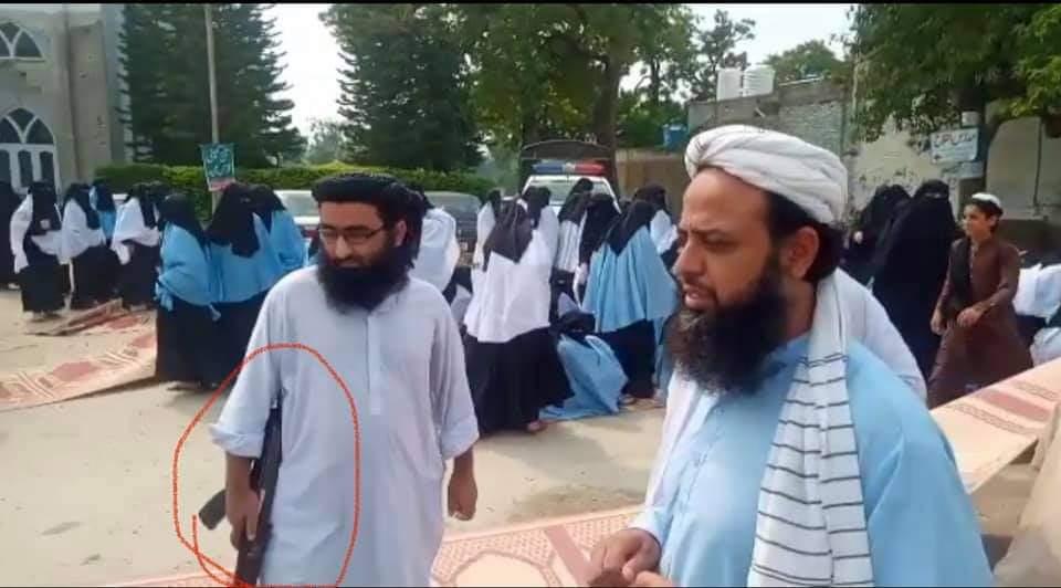 اسلام آباد مدرسے کے طلبہ اور طالبات