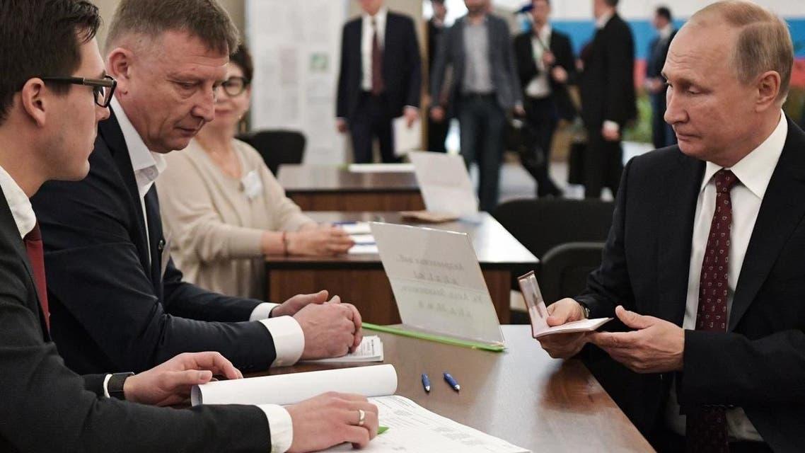 بوتين يدلي بصوته