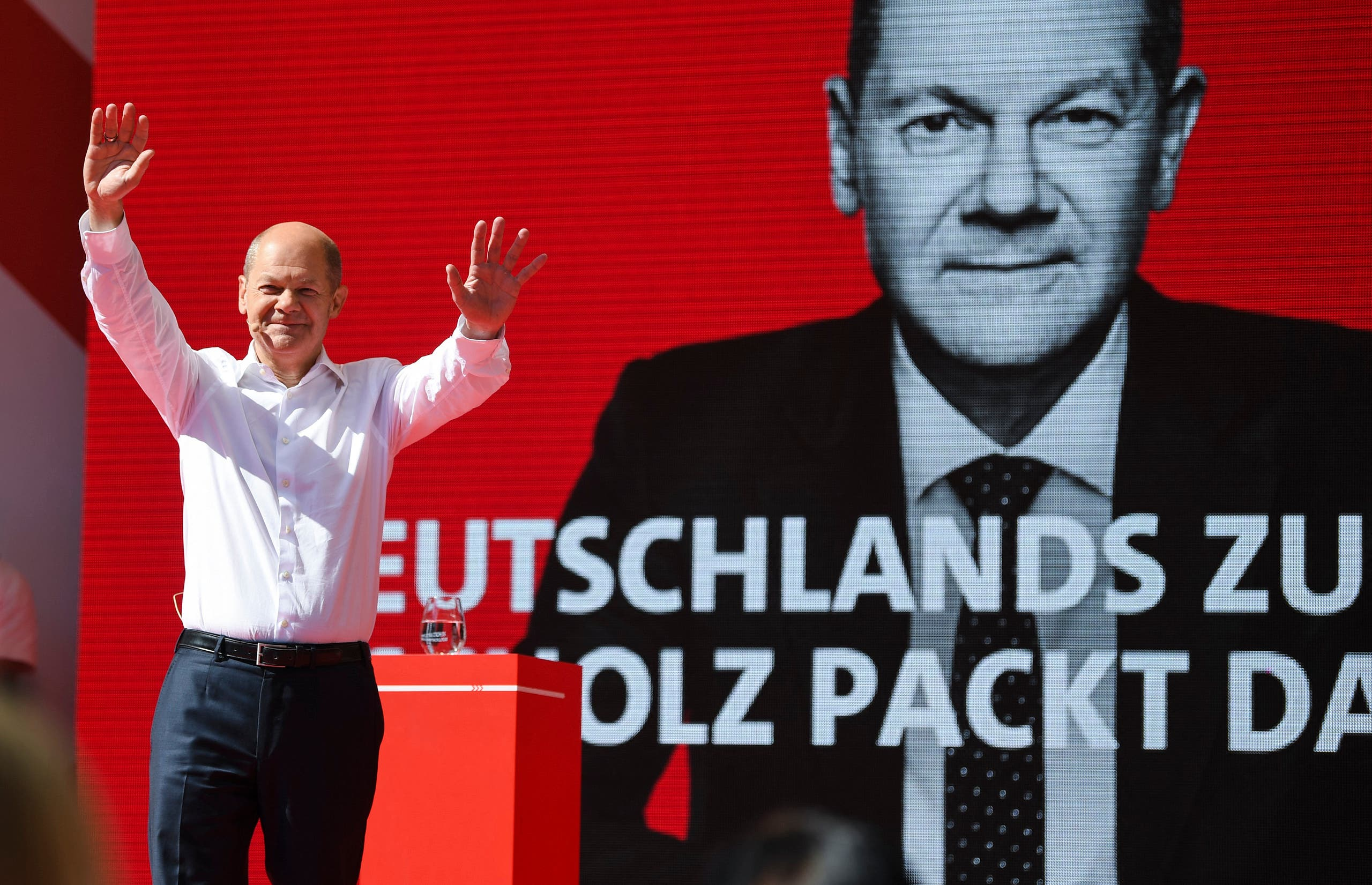 German Finance Minister, Vice-Chancellor, and the Social Democratic Party's (SPD) chancellor candidate Olaf Scholz waves to supporters during a rally in Munich, southern Germany, on September 18, 2021. (AFP)
