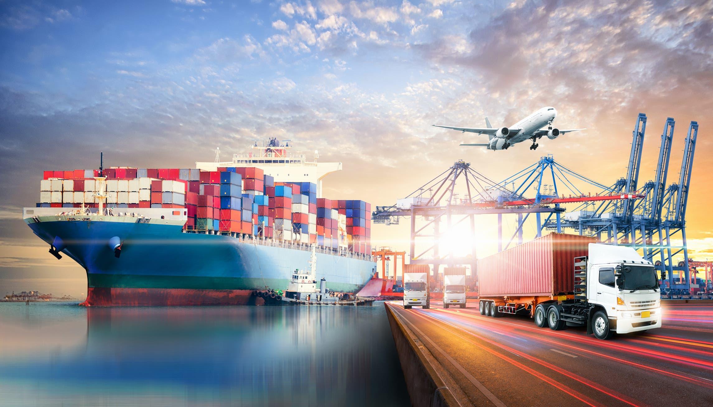 تمثل التجارة البحرية حوالي 70% من قيمة التجارة العالمية