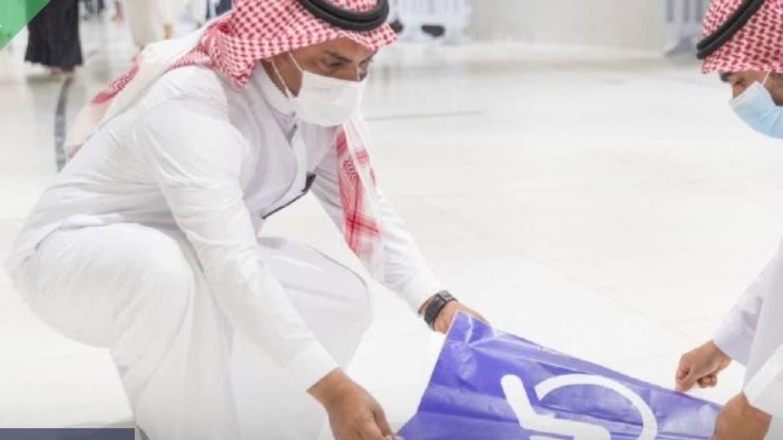 In pictures.. Beginning to put tracks for people with disabilities at the entrances to the Grand Mosque