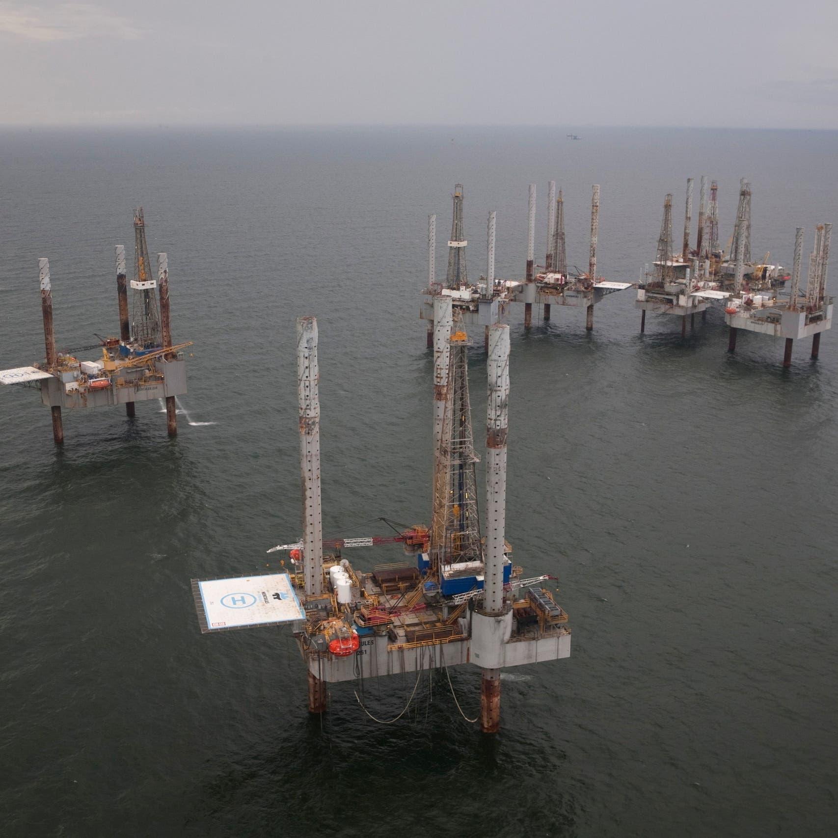 النفط يستأنف الصعود مع استمرار ضغط إعصار آيدا على الإمدادات