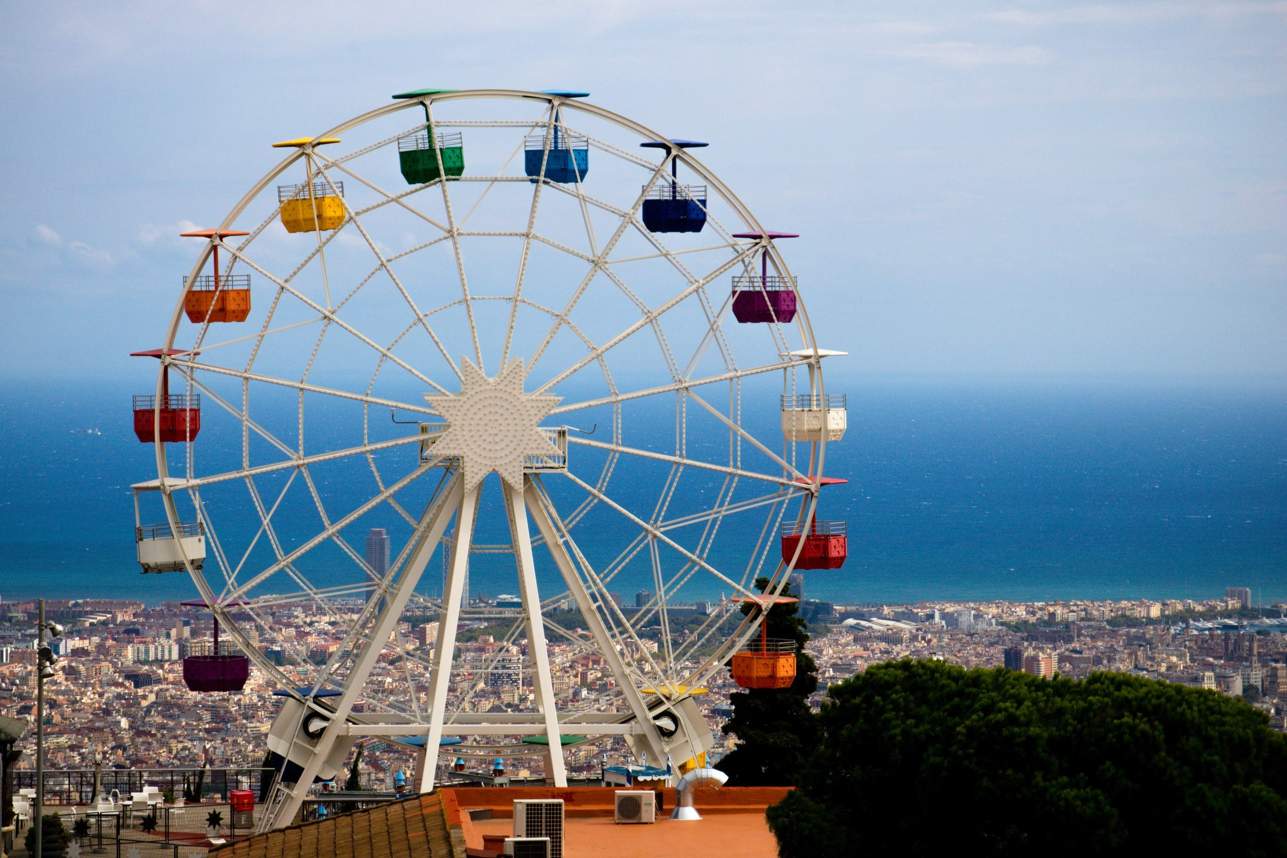 A staple of amusement parks worldwide, the Ferris wheel was first unveiled at the Chicago Expo in 1893. (Unsplash)