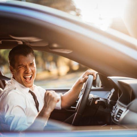 """تجنبوا الموسيقى الصاخبة أثناء القيادة.. """"خطيرة جداً"""""""