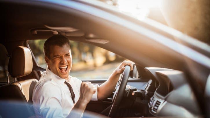تجنبوا الموسيقى الصاخبة أثناء القيادة..