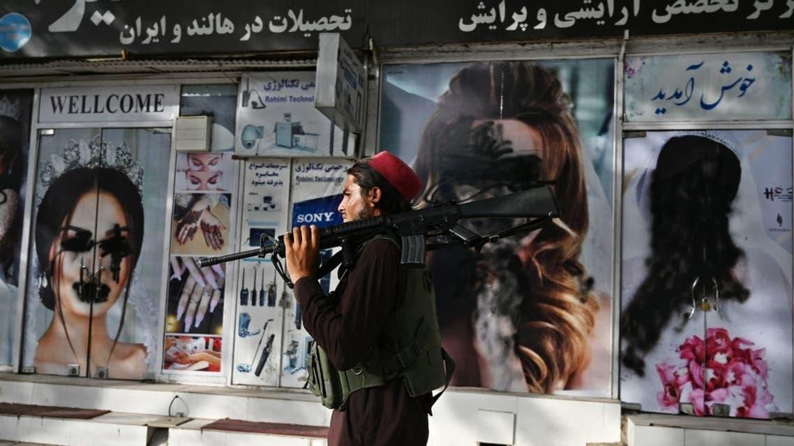 Afghanistan: Taliban crossing near women posters
