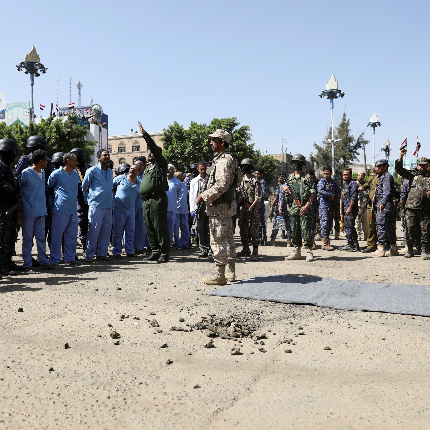 لم يكتفوا بإعدامهم.. الحوثي يلاحق أهالي مذبحة سبتمبر