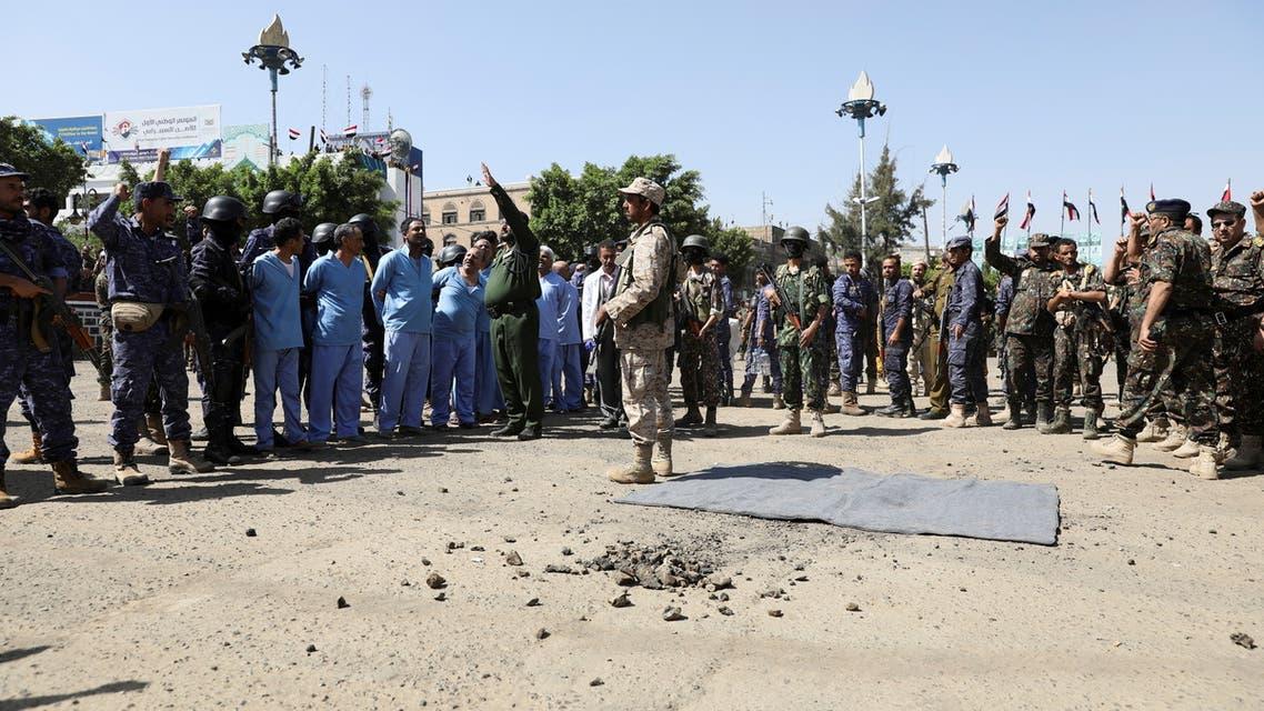 عملية إعدام الضحايا التسعة (رويترز)