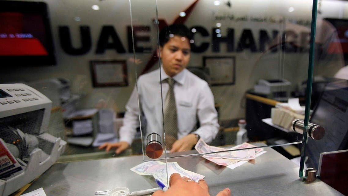 A customer exchanges money at a currency exchange center in Dubai, May 20, 2009. (Reuters/Ahmed Jadallah)