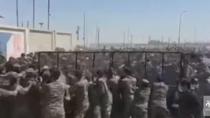 شاهد.. إيرانيون يحاولون اقتحام معبر الشلامجة الحدودي مع العراق