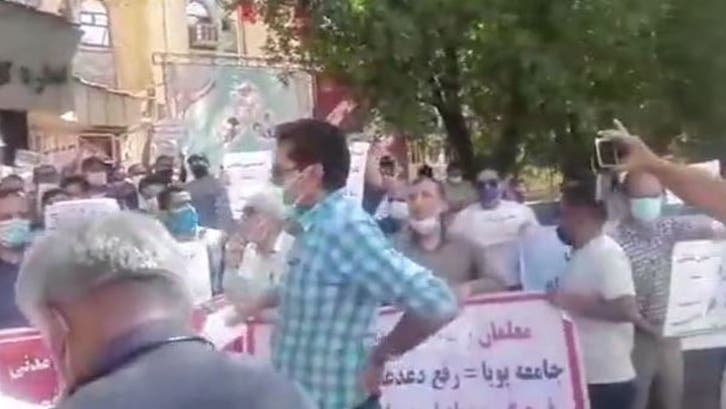 المعلمون يواصلون احتجاجاتهم في عدة مدن إيرانية