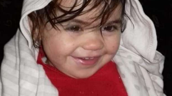مصر.. طبيب الطفلة منار يعرض الصلح والعائلة ترفض