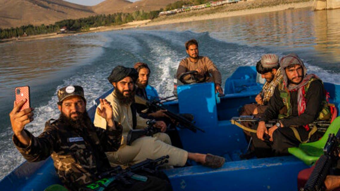 عناصر طالبان في رحلة بحرية (أرشيفية- أسوشييتد برس)