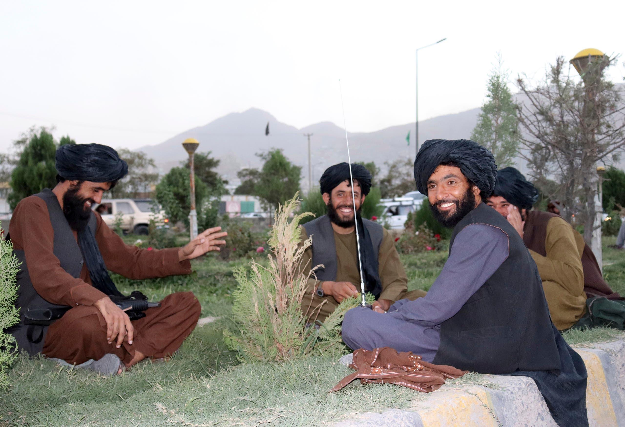 عناصر طالبان في احدى الحدائق (أرشيفية- أسوشييتد برس)