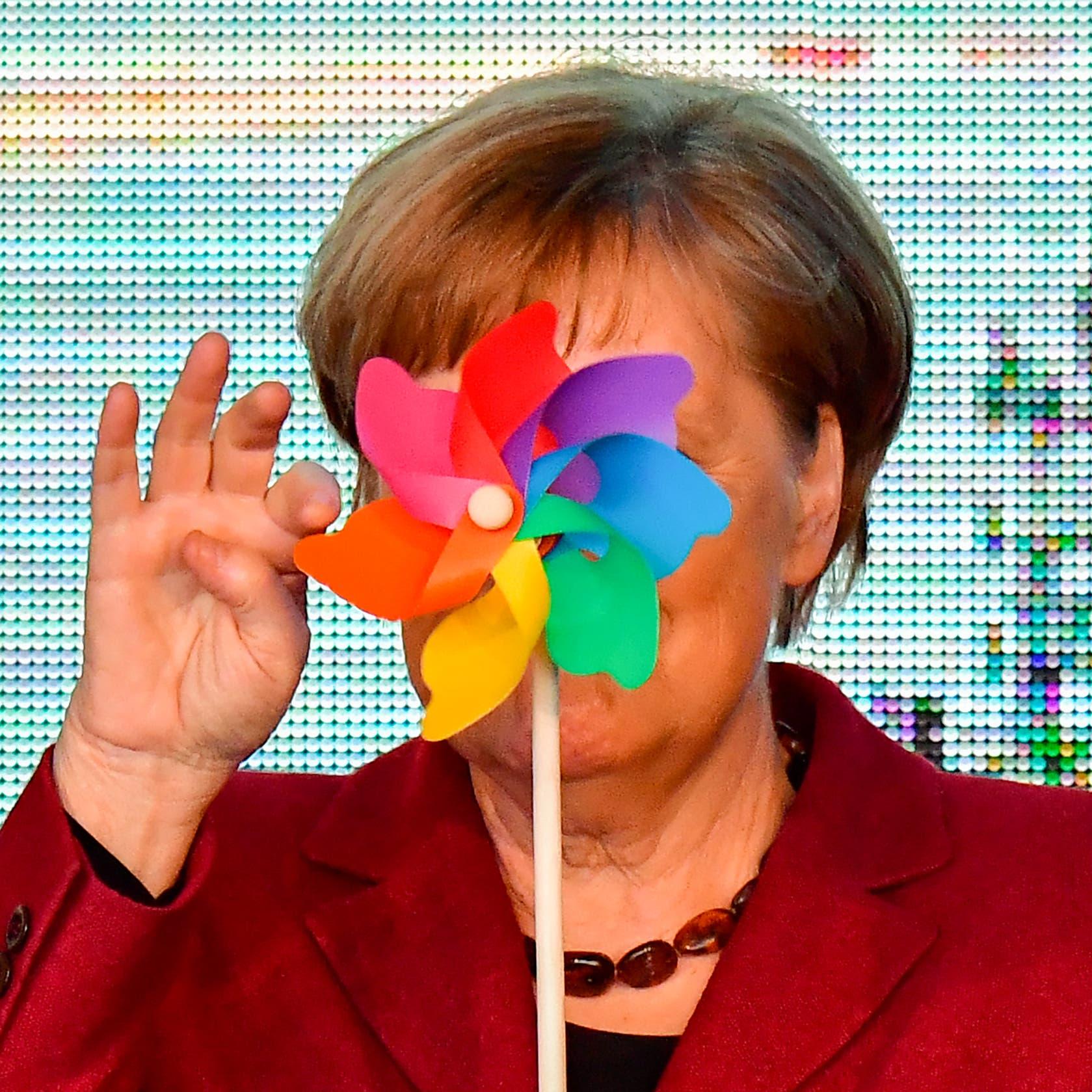 الألمان ينتخبون.. وميركل تتفلت من القيود وتمرح قليلا!
