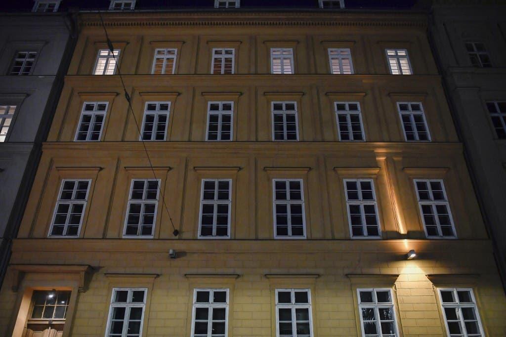 البناية التي تعيش فيها ميركل(فرانس برس)