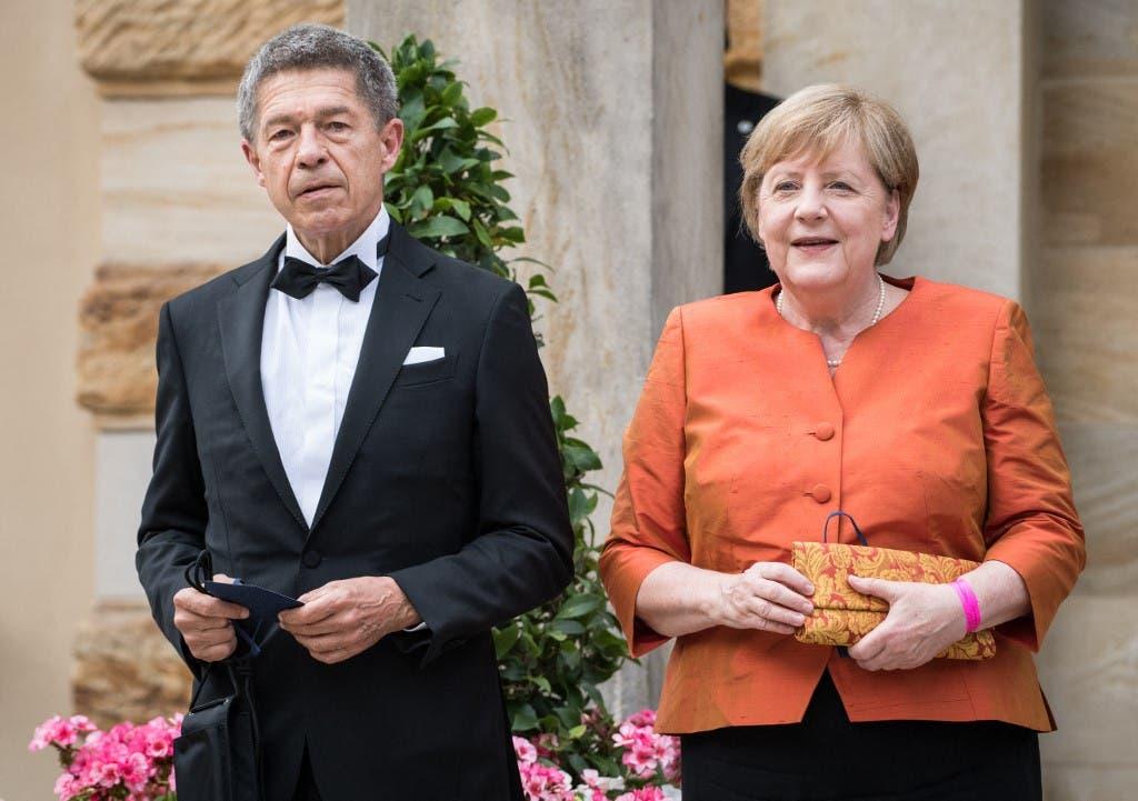 ميركل وزوجها (فرانس برس)