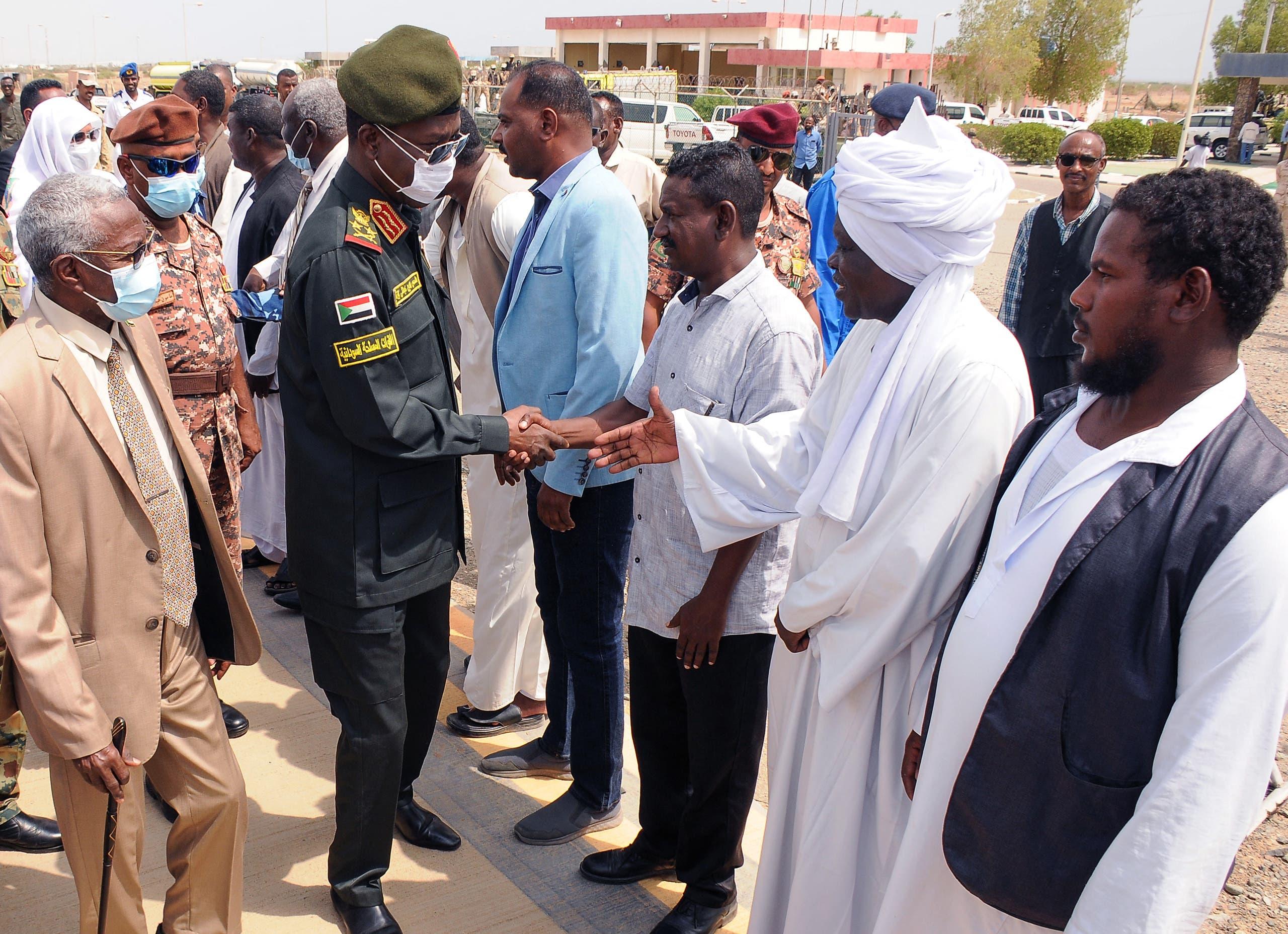 شمس الدين كباشي عضو مجلس السيادة خلال زيارته لبورتسودان(فرانس برس)