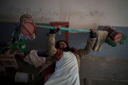 أحد عناصر طالبان (أرشيفية- أسوشييتد برس)
