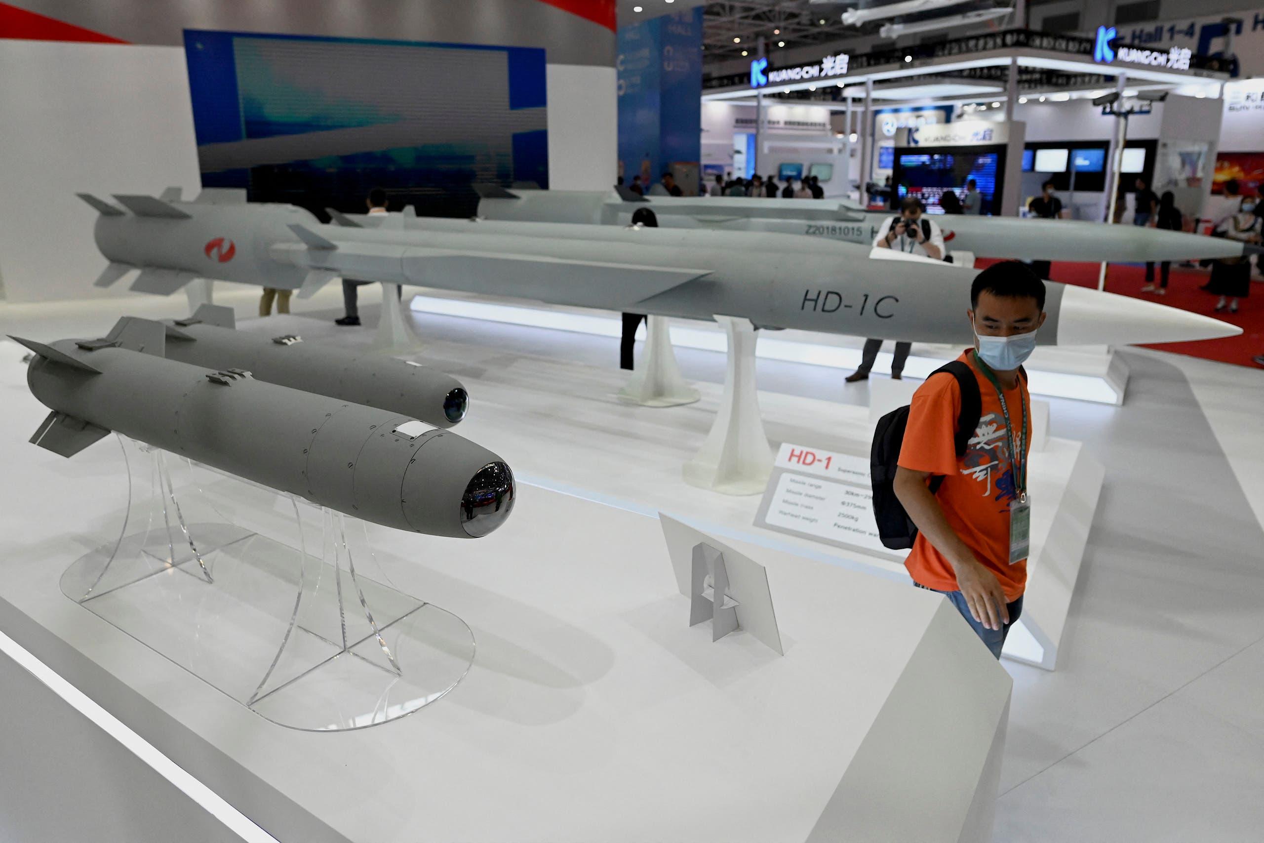 صواريخ معروضة في معرض تشوهاي الجوي
