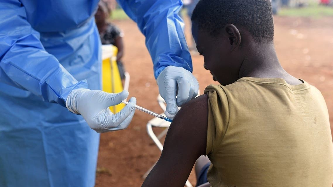 A Congolese health worker administers Ebola vaccine to a boy who had contact with an Ebola sufferer in the village of Mangina in North Kivu province of the Democratic Republic of Congo, August 18, 2018. (Reuters)