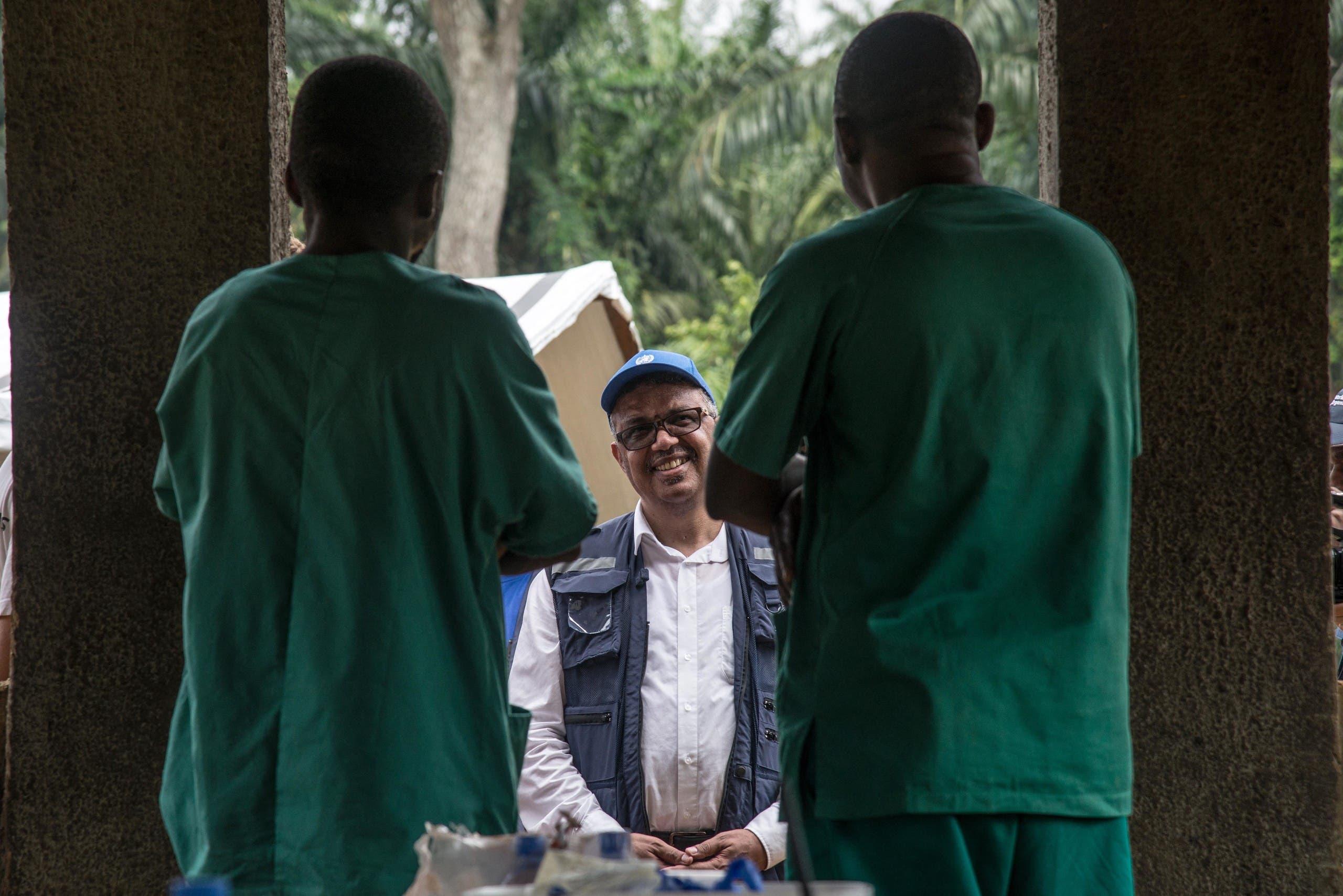تيدروس أدهانوم غيبرييسوس خلال زيارته للكونغو الديمقراطية في 2018 لمواكبة حملة مكافحة ايبولا