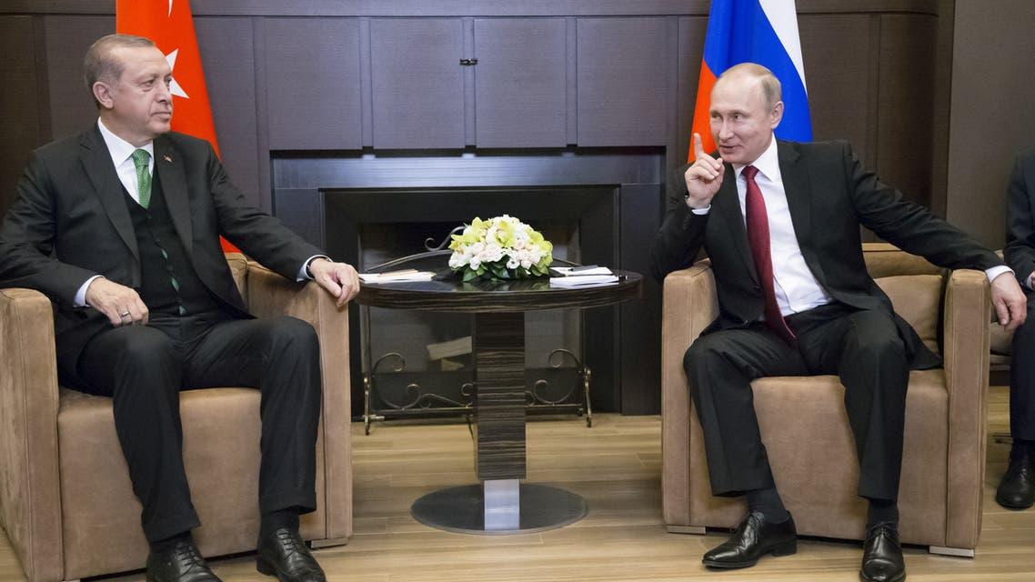 FILE PHOTO: Russian President Vladimir Putin (R) meets with his Turkish counterpart Tayyip Erdogan in Sochi, Russia, May 3, 2017. REUTERS/Alexander Zemlianichenko/Pool/File Photo