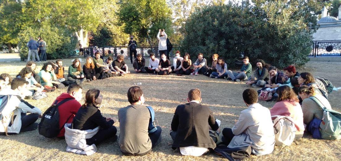 من احتجاج الطلاب في الحديقة