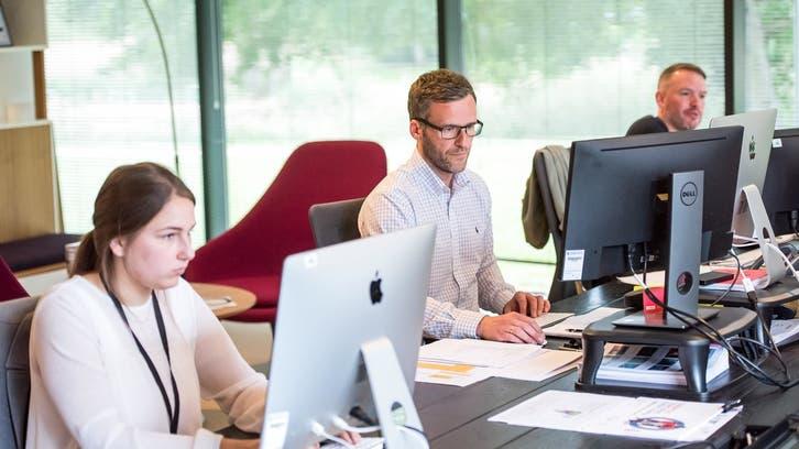 سعودی عرب اوریو اے ای میں ہرتین میں سے دو ملازم دفتری زندگی سےباہر: سروے