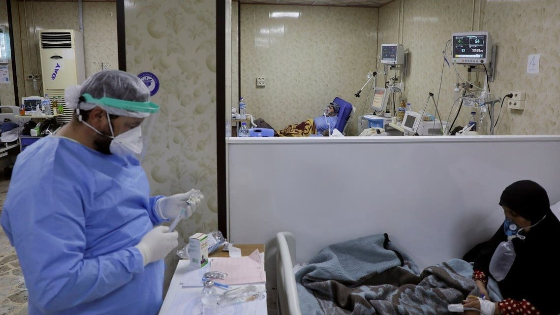 A medical staff assists patients suffering from the coronavirus disease inside the COVID-19 ward of a hospital in the opposition-held Idlib, Syria September 26, 2021. (Reuters/Mahmoud Hassano)