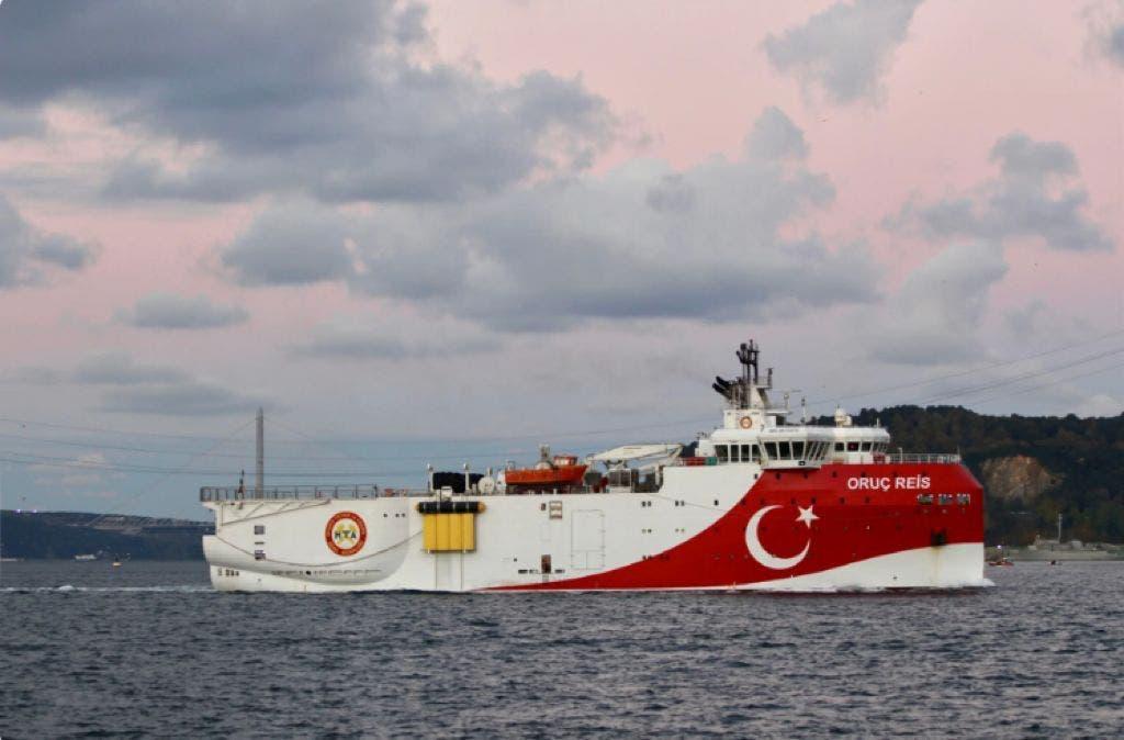 یک کشتی ترکیه در دریای مدیترانه