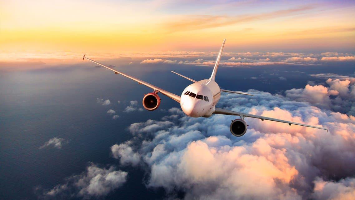 طائرة في الأجواء