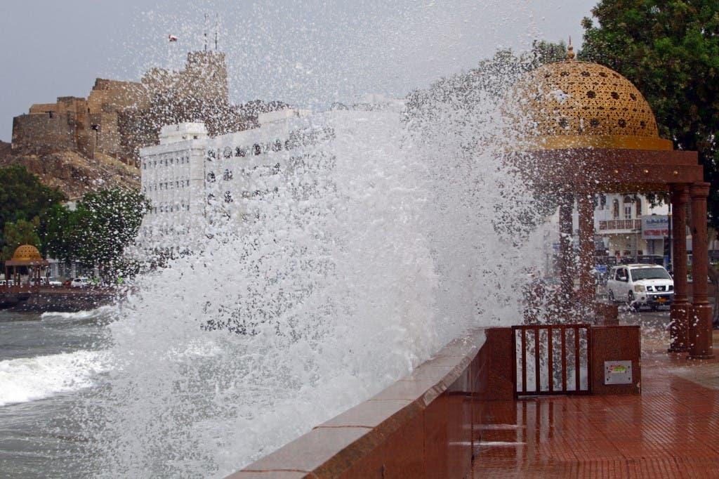 ارتفاع أمواج البحر في مسقط