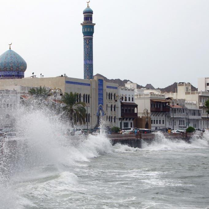 سلطنة عمان تؤجل جميع الرحلات من وإلى مطار مسقط